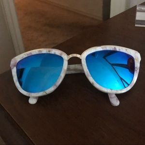 DIFF eyewear blue mirrored sunglasses with case